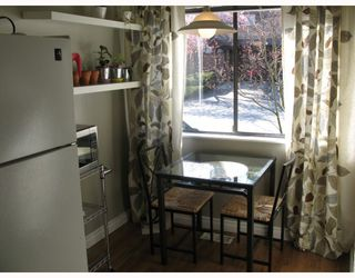 """Photo 3: 210 CARDIFF Way in Port_Moody: College Park PM Townhouse for sale in """"EASTHILL"""" (Port Moody)  : MLS®# V762744"""