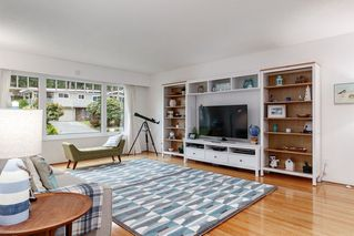 Photo 2: 521 YALE Road in Port Moody: College Park PM House for sale : MLS®# R2418009