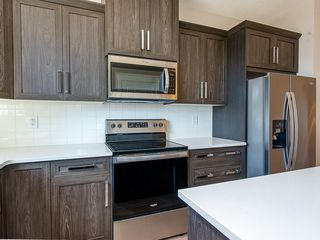 Photo 3: 33 SKYVIEW Parade NE in Calgary: Skyview Ranch Row/Townhouse for sale : MLS®# C4296504