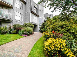 "Photo 2: 313 60 RICHMOND Street in New Westminster: Fraserview NW Condo for sale in ""GATEHOUSE PLACE"" : MLS®# R2500986"