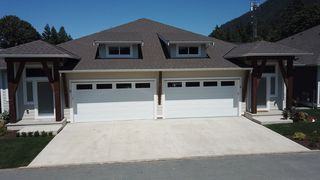 Photo 2: 29 628 MCCOMBS Drive: 1/2 Duplex for sale in Harrison Hot Springs: MLS®# R2528424