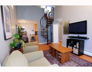 Photo 2: 303 853 E 7TH Avenue in Vancouver: Mount Pleasant VE Condo for sale (Vancouver East)  : MLS®# V797245