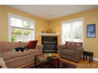 Photo 3: 3850 Stamboul St in VICTORIA: SE Mt Tolmie Row/Townhouse for sale (Saanich East)  : MLS®# 506852