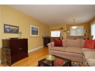 Photo 4: 3850 Stamboul St in VICTORIA: SE Mt Tolmie Row/Townhouse for sale (Saanich East)  : MLS®# 506852