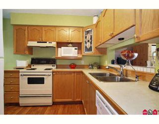 """Photo 6: 38 9045 WALNUT GROVE Drive in Langley: Walnut Grove Townhouse for sale in """"BRIDLEWOOD"""" : MLS®# F2916191"""