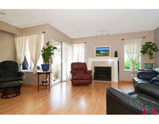 """Photo 3: 38 9045 WALNUT GROVE Drive in Langley: Walnut Grove Townhouse for sale in """"BRIDLEWOOD"""" : MLS®# F2916191"""
