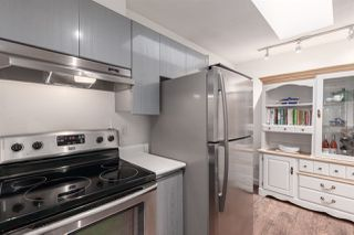 """Photo 10: 404 210 CARNARVON Street in New Westminster: Downtown NW Condo for sale in """"Hillside Heights"""" : MLS®# R2408140"""