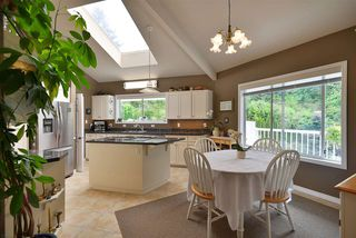 Photo 5: 2660 LOWER Road: Roberts Creek House for sale (Sunshine Coast)  : MLS®# R2422636