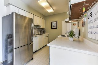 "Photo 8: 115 1442 BLACKWOOD Street: White Rock Condo for sale in ""Blackwood Manor"" (South Surrey White Rock)  : MLS®# R2433629"