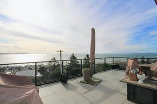 Photo 1: 14825 PROSPECT AVENUE: White Rock House for sale (South Surrey White Rock)  : MLS®# R2434299