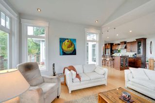 Photo 4: 1331 129A STREET in Surrey: Crescent Bch Ocean Pk. Home for sale ()  : MLS®# R2007596
