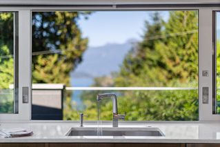 Photo 5: 7170 CLIFF Road in West Vancouver: Whytecliff House for sale : MLS®# R2403709