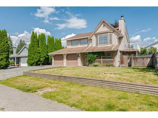 """Photo 1: 9194 212A Place in Langley: Walnut Grove House for sale in """"Central Walnut Grove"""" : MLS®# R2404799"""