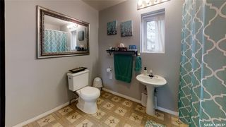 Photo 8: 124 Witney Avenue South in Saskatoon: Meadowgreen Residential for sale : MLS®# SK806639