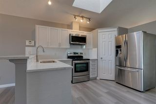 Photo 4: 350 PRESTWICK Circle SE in Calgary: McKenzie Towne Detached for sale : MLS®# A1029384