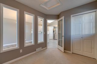 Photo 8: 350 PRESTWICK Circle SE in Calgary: McKenzie Towne Detached for sale : MLS®# A1029384