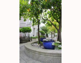 """Photo 3: 204 789 W 16TH Avenue in Vancouver: Fairview VW Condo for sale in """"SIXTEEN WILLOWS"""" (Vancouver West)  : MLS®# V786069"""