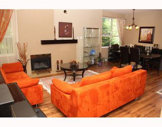 """Photo 3: 224 1465 PARKWAY Boulevard in Coquitlam: Westwood Plateau Townhouse for sale in """"SILVER OAKS"""" : MLS®# V787781"""