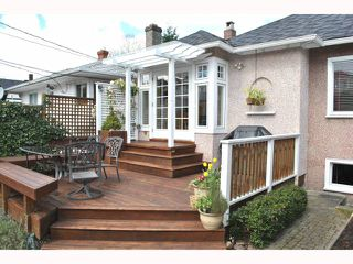 """Photo 4: 572 W 24TH Avenue in Vancouver: Cambie House for sale in """"DOUGLAS PARK"""" (Vancouver West)  : MLS®# V819469"""