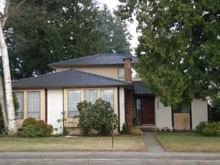 Photo 1: 1820 148TH Street in Surrey: Sunnyside Park Surrey House for sale (South Surrey White Rock)  : MLS®# F2901319