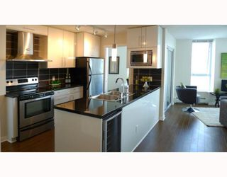 "Photo 3: 3006 188 KEEFER Place in Vancouver: Downtown VW Condo for sale in ""ESPANA - TOWER B"" (Vancouver West)  : MLS®# V779742"