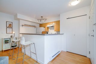 "Photo 11: 220 678 W 7TH Avenue in Vancouver: Fairview VW Townhouse for sale in ""LIBERTE"" (Vancouver West)  : MLS®# R2496793"
