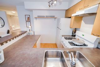"Photo 14: 220 678 W 7TH Avenue in Vancouver: Fairview VW Townhouse for sale in ""LIBERTE"" (Vancouver West)  : MLS®# R2496793"