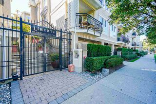 "Photo 2: 220 678 W 7TH Avenue in Vancouver: Fairview VW Townhouse for sale in ""LIBERTE"" (Vancouver West)  : MLS®# R2496793"