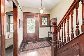 """Photo 4: 1642 CHARLES Street in Vancouver: Grandview Woodland House for sale in """"""""The Drive"""""""" (Vancouver East)  : MLS®# R2512942"""