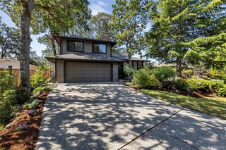 Photo 2: 1209 Camas Crt in Saanich: SE Lake Hill Single Family Detached for sale (Saanich East)  : MLS®# 844776