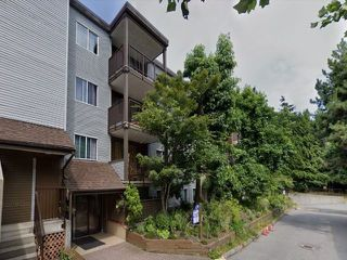 "Main Photo: 311 10698 151A Street in Surrey: Guildford Condo for sale in ""LINCOHNS HILL"" (North Surrey)  : MLS®# R2488884"