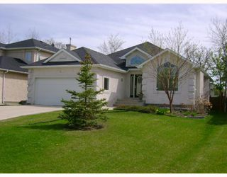 Photo 1: 35 BLOOMER Crescent in WINNIPEG: Charleswood Residential for sale (South Winnipeg)  : MLS®# 2808945