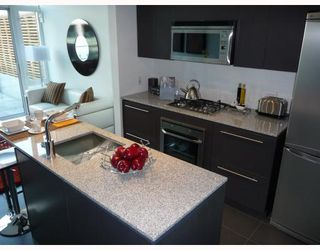 "Photo 3: 203 522 W 8TH Avenue in Vancouver: Fairview VW Condo for sale in ""CROSSROADS"" (Vancouver West)  : MLS®# V780049"