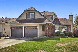 Photo 2: 19548 OAK Terrace in Pitt Meadows: Mid Meadows House for sale : MLS®# R2402734