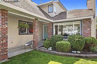 Photo 3: 19548 OAK Terrace in Pitt Meadows: Mid Meadows House for sale : MLS®# R2402734