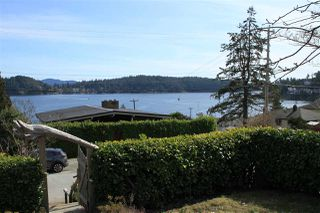 Main Photo: 601 SEAVIEW Road in Gibsons: Gibsons & Area House for sale (Sunshine Coast)  : MLS®# R2407165