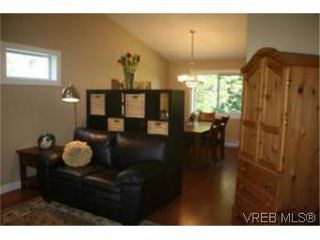 Photo 3: 4261 Panorama Pl in VICTORIA: SE Lake Hill House for sale (Saanich East)  : MLS®# 553505