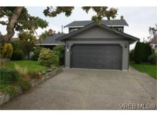 Photo 1: 4261 Panorama Pl in VICTORIA: SE Lake Hill Single Family Detached for sale (Saanich East)  : MLS®# 553505