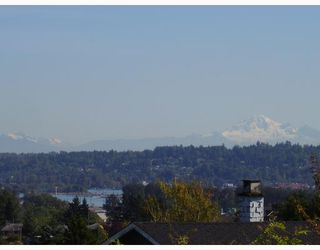 Photo 2: 553 GARFIELD Street in New_Westminster: The Heights NW House for sale (New Westminster)  : MLS®# V733808