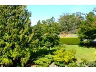 Photo 7: 312 1490 Garnet Rd in VICTORIA: SE Cedar Hill Condo for sale (Saanich East)  : MLS®# 481270