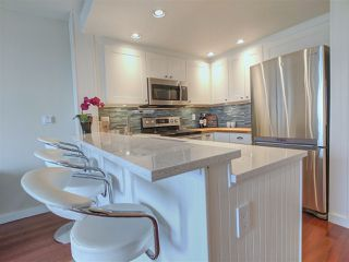 """Photo 2: 417 2255 W 4TH Street in Vancouver: Kitsilano Condo for sale in """"CAPERS BUILDING"""" (Vancouver West)  : MLS®# R2398552"""
