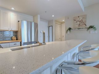"Main Photo: 417 2255 W 4TH Street in Vancouver: Kitsilano Condo for sale in ""CAPERS BUILDING"" (Vancouver West)  : MLS®# R2398552"