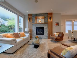 Photo 5: 2120 Nicklaus Drive in VICTORIA: La Bear Mountain Single Family Detached for sale (Langford)  : MLS®# 415789