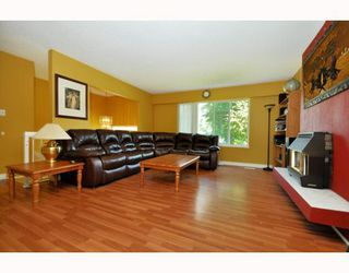 Photo 2: 2410 PATRICIA Avenue in Port_Coquitlam: Woodland Acres PQ House for sale (Port Coquitlam)  : MLS®# V783034