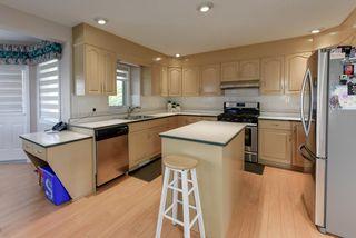 Photo 5: 1052 JAMES Crescent in Edmonton: Zone 29 House for sale : MLS®# E4212761