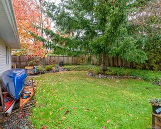 Photo 11: 2118 Fairbairn Ave in : CV Comox (Town of) House for sale (Comox Valley)  : MLS®# 860633