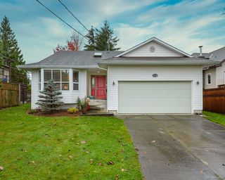 Photo 1: 2118 Fairbairn Ave in : CV Comox (Town of) House for sale (Comox Valley)  : MLS®# 860633