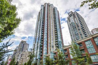 "Photo 1: 804 939 HOMER Street in Vancouver: Yaletown Condo for sale in ""THE PINNACLE"" (Vancouver West)  : MLS®# R2518826"