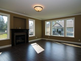 Photo 3: 8753 HUTTON Place in Mission: Mission BC House for sale : MLS®# F1020639