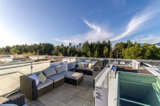 """Main Photo: 2220 WILLOW Street in Vancouver: Fairview VW Townhouse for sale in """"SIXTH & WILLOW"""" (Vancouver West)  : MLS®# R2408050"""